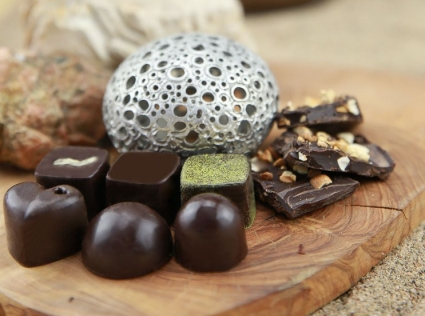 Ecila Sake Chocolates - 6 different varieties and nut chocolate bark